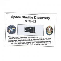 Carte / presentoir avec un fragment Original Nasa STS- 82 ( 043 )