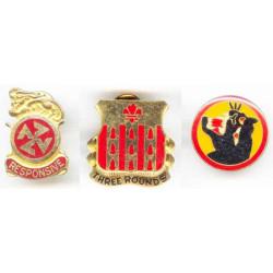 Lot de 3 insignes...