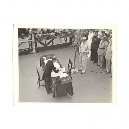 WWII Photo la reddition des Japonais 1945  ( 010 )