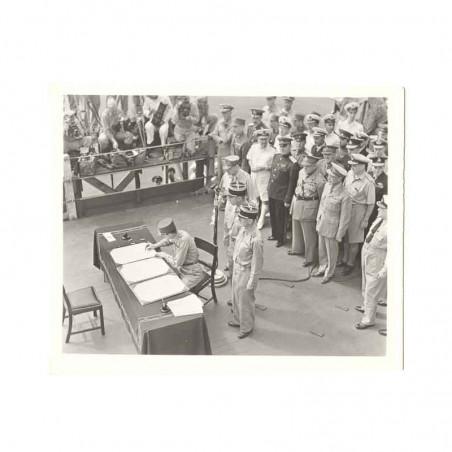 WWII Photo la reddition des Japonais 1945  ( 035 )