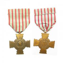 Medaille France Croix du Combattant WWII ( 038 )